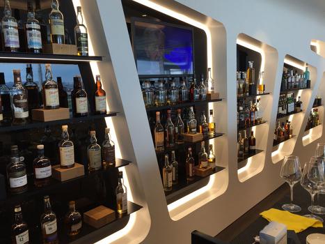 575654549bdc4c44ba2a755b767f2254-swiss-lounge-zurich-whisky-bar-1000f
