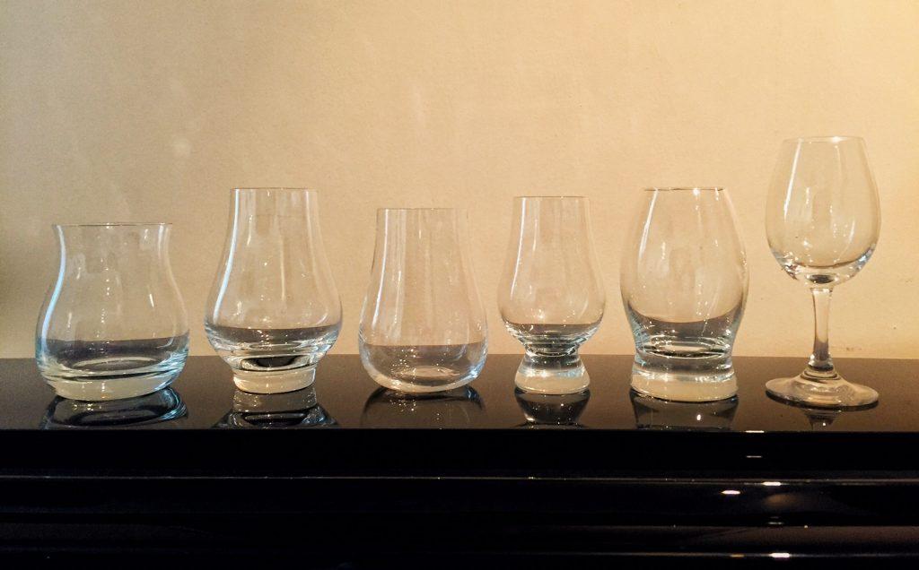 Viski Tadım Kadehleri Soldan Sağa: Canadian Glencairn, Schott, Paşabahçe NUDE, Glencairn, Royal Mile Whiskies, klasik copita
