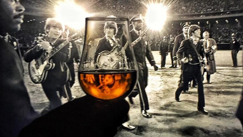 Dün Beatles: Eight Days a Week - The Touring Years belgeselini izledim. Ne kadar müthiş bir grup olduklarını, lise yıllarımda müzikal ve entellektüel açıdan beni ne kadar beslediklerini bir kez daha hayranlıkla fark ettim... Filmekimi programında da var, bu müthiş belgeseli ve SalonİKSV deki Beatles gecesini kaçırmayın